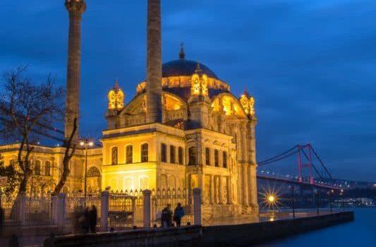 istanbul-turkey-ortakoy-mosque