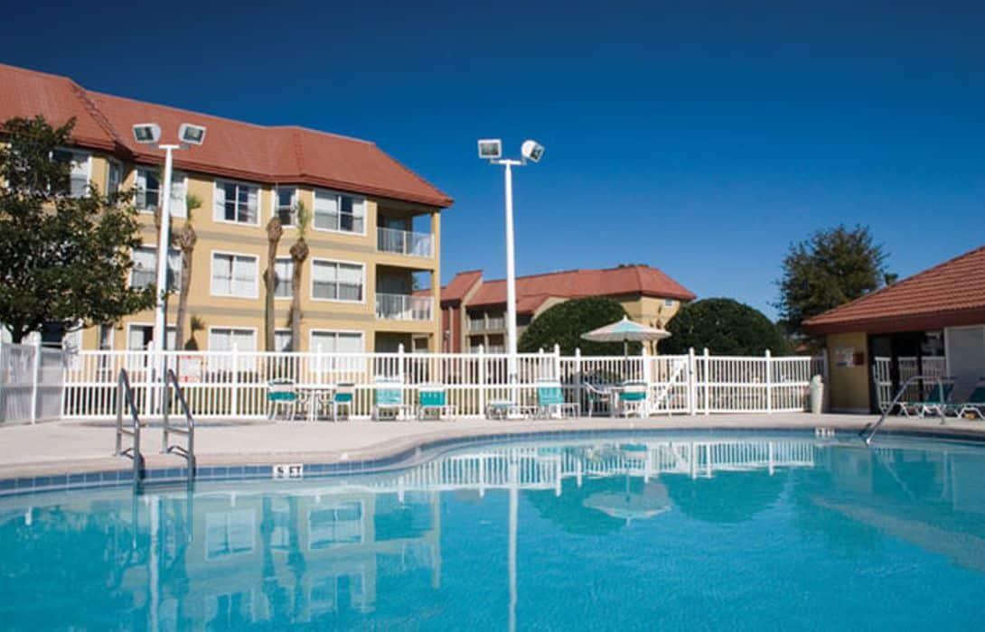 Parc Corniche Suites Orlando, FL with swimming pool