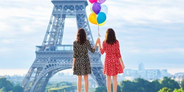 girls-eiffel-tower-paris
